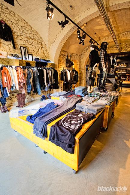 Arredo negozi firenze accessori arredo negozi firenze for Prisma arredo negozi